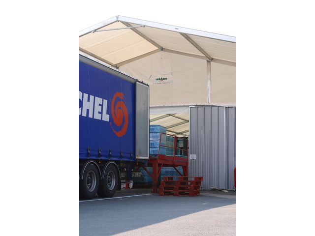 Awning for loading / unloading dock - LOCABRI