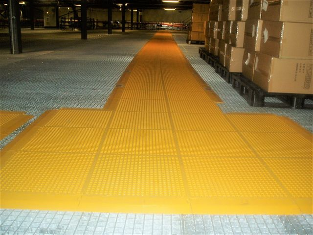 Duckboard tile for heavy duty applications : STANDLINE® - TLM SOCIETE NOUVELLE