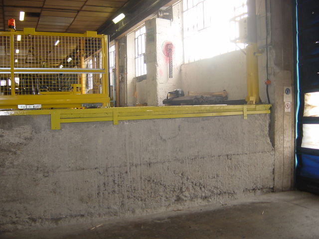 Electric sliding guardrail - Equipment for work at height