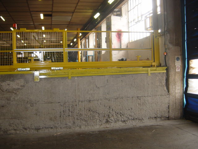 Electric sliding guardrail - product presented by TRIAX