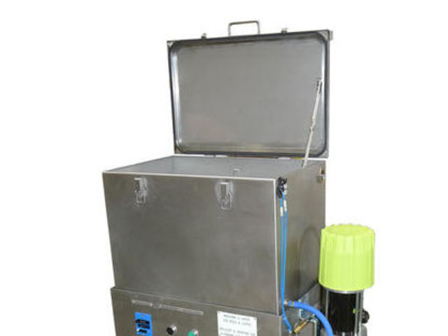Immersion Washer - Equipment and supplies for painting