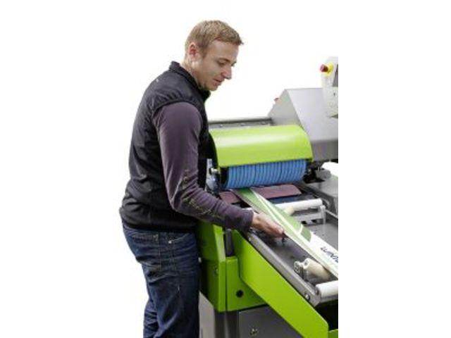 The racing stone grinding machine for skis, snowboards and cross country skis : Omega RS 350 - WINTERSTEIGER AG